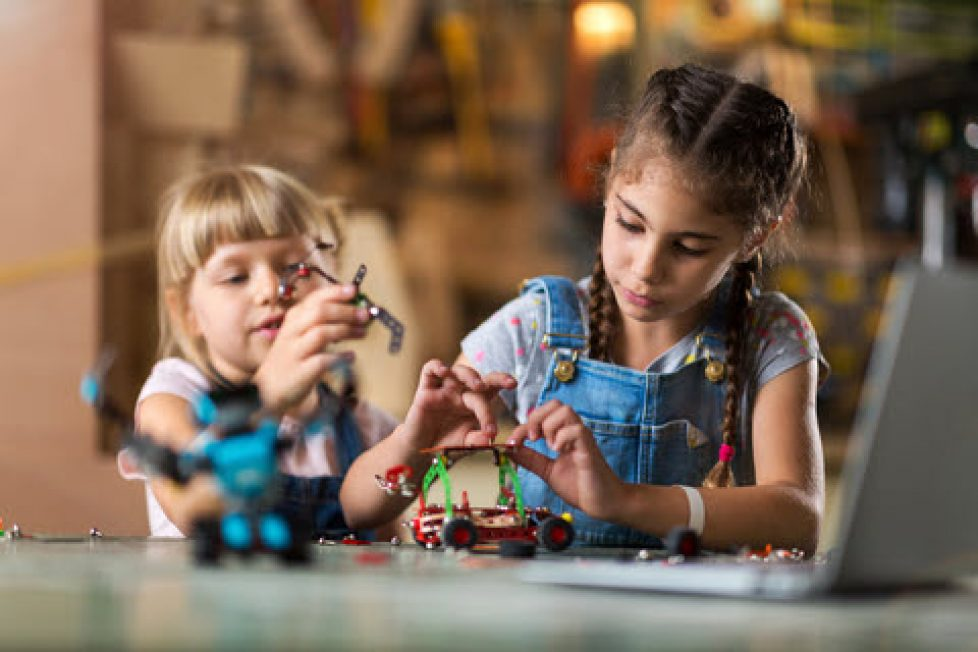 dreamstime_xs_120034491 - girls inventing